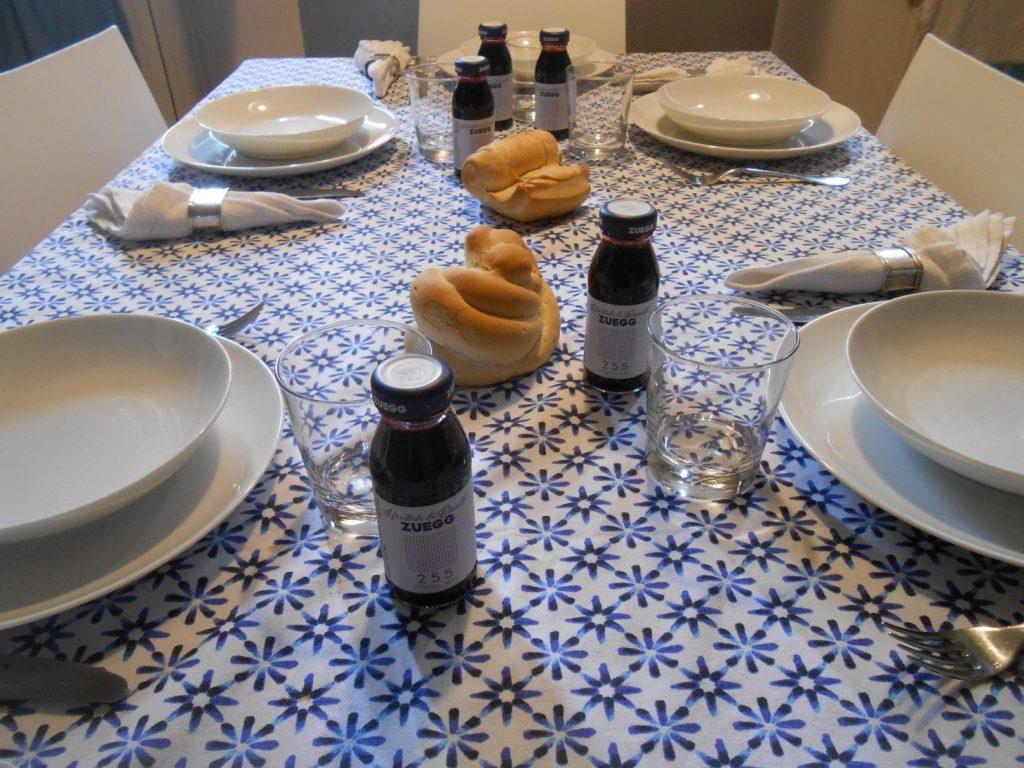 Zuegg tavola con succo di frutta al mirtillo