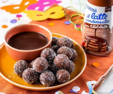 Carnevale Castagnole con Il Latte Condensato con Cacao