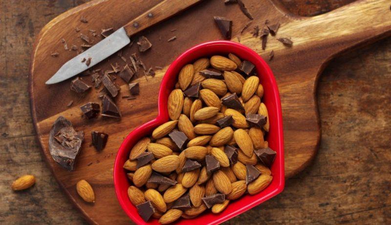 mandorle e cioccolato fondente